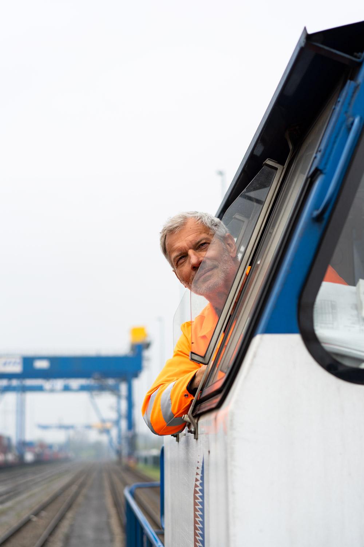 Schienenverkehr Lokführer duisport