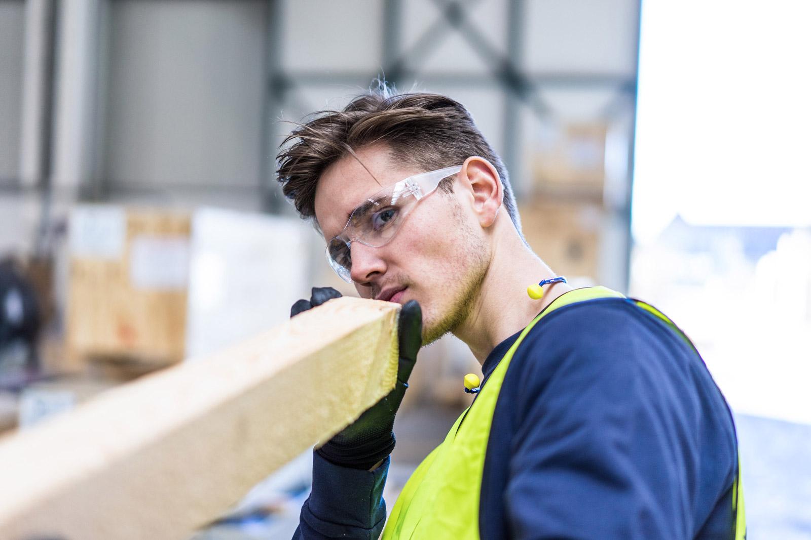 Ausbildung zum Holzmechaniker bei duisport