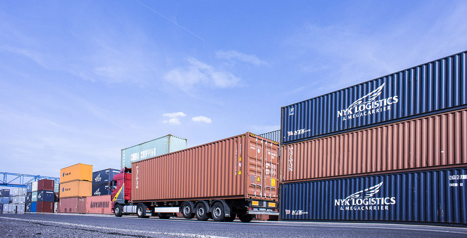 duisport LKW Container NYK Logistics & Megacarrier