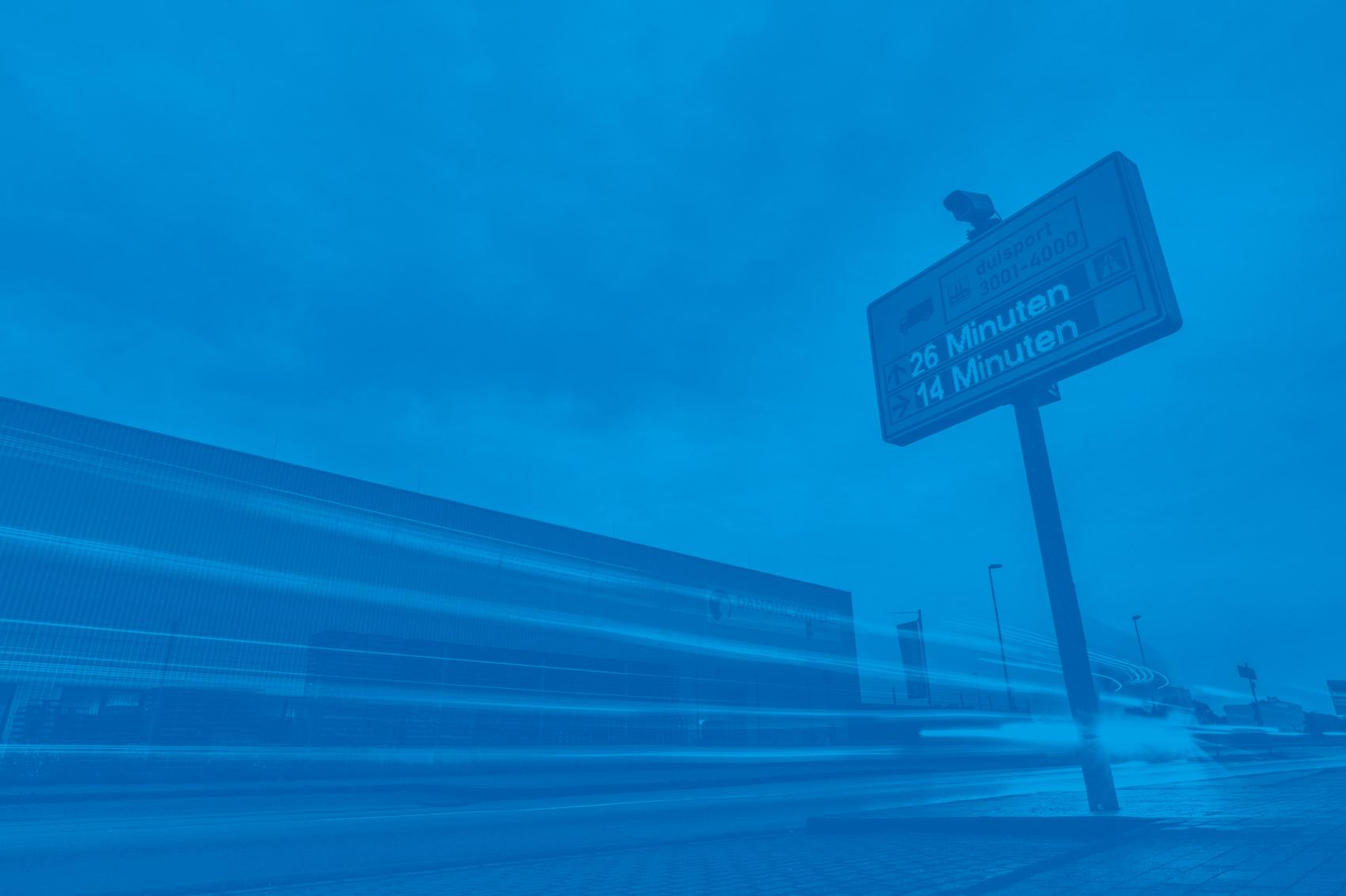 Verkehrsleitsystem bei duisport in blau