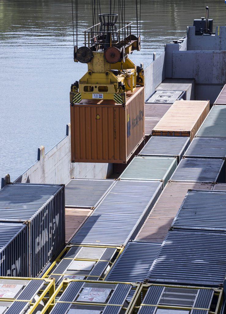 Containerumschlag Duisburger Hafen