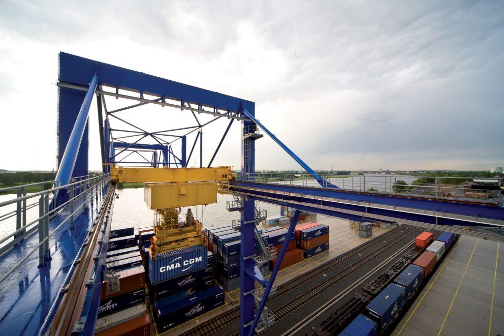Containerumschlag logport II Gateway-West