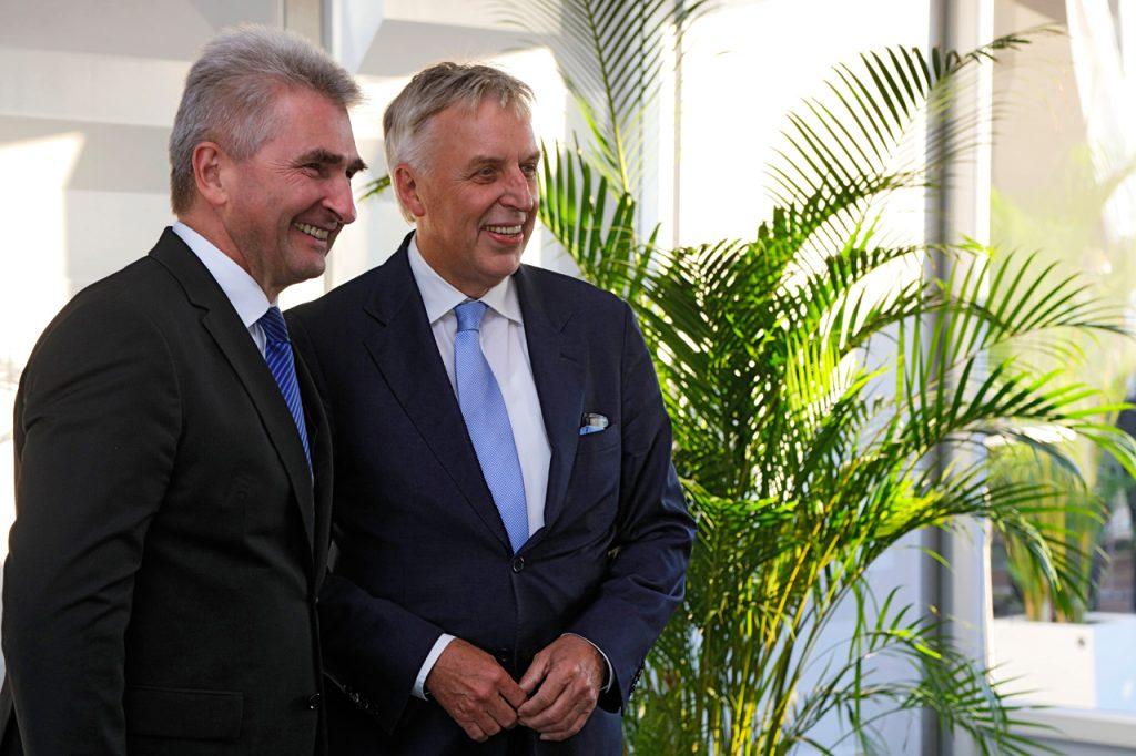 NRW Wirtschaftsminister Prof. Dr. Andreas Pinkwart (l.) mit duisport-Chef Erich Staake