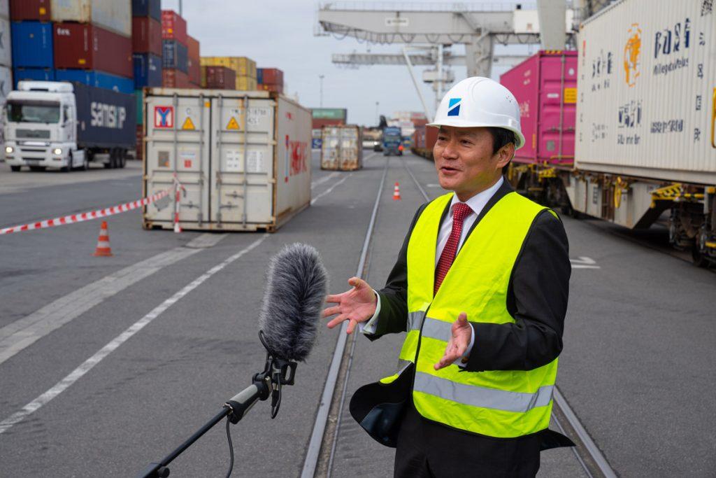 Regelmäßiger Zugverkehr mit Wuhan wieder aufgenommen / Statement Feng Haiyang, Generalkonsul der Volksrepublik China in Düsseldorf