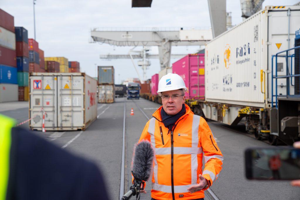 Regelmäßiger Zugverkehr mit Wuhan wieder aufgenommen / Statement Dr. Roland Pütz, Geschäftsführer Hutchison Ports Duisburg